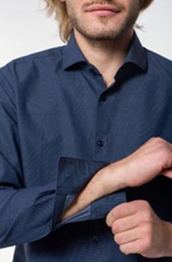 3482bc73187 Σε slimfit, τα ανδρικά πουκάμισα Boss σε μπλε σκούροτης θα σας σώσει  κυριολεκτικά, αφού συνδυάζεται με κάθε ρούχο, όπως είναι ένα chinos  παντελόνι, ...